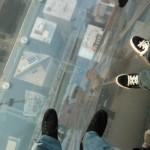 Skydeck na Sears Tower, skleněný balkon 412 metrů nad městen