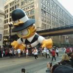 Parade - přehlídka tanečních skupin, středoškolských marching bands a nafukovacích animáků